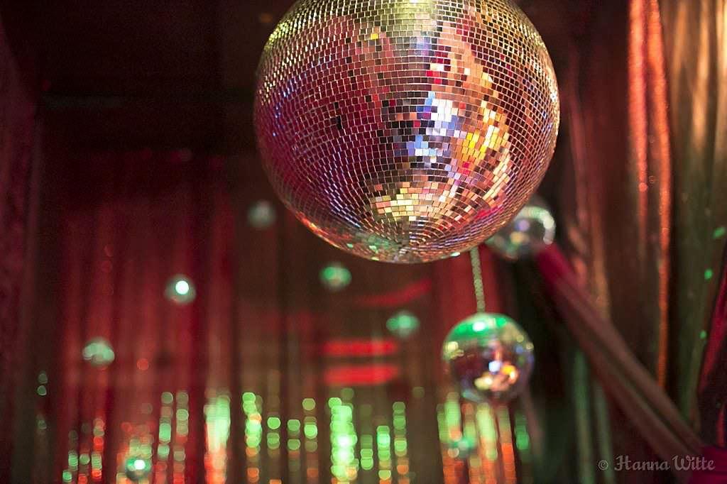 Discokugel bei einer Hochzeitsparty mit der Musik von DJ Markus Rosenbaum.