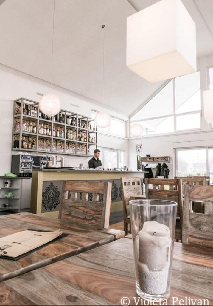 Innenansicht mit Tischen und Bar der Hochzeitslocation Restaurant Trüffelschwein in Hilden, NRW