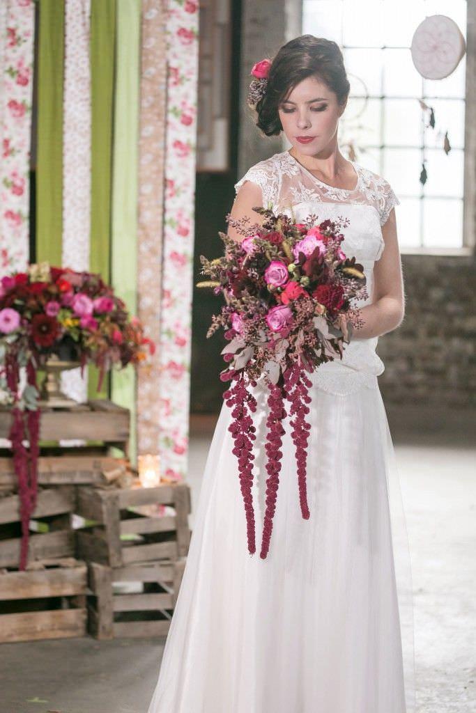 Vintage-Stil Brautstrauß in Beerenfarben