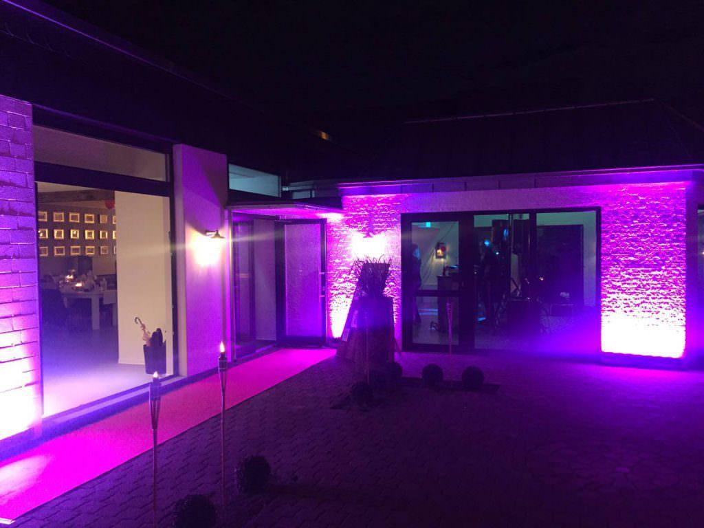 Hochzeitslocation Trüffelschwein in Hilden bei Nacht