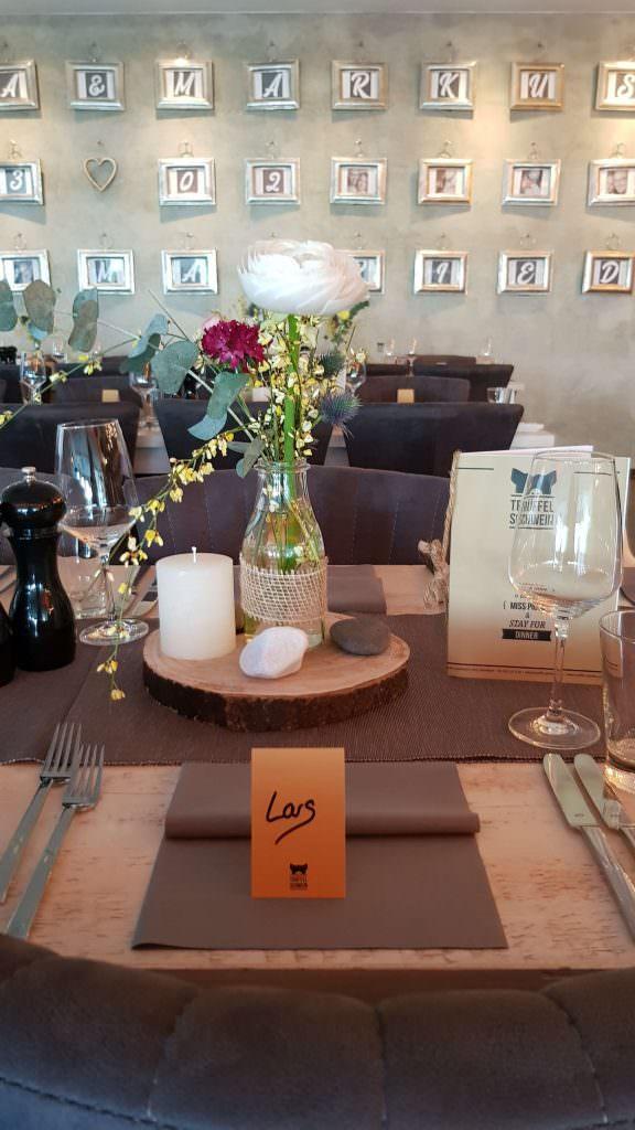 Hochzeitslocation Trüffelschwein in Hilden - gedeckte Tische