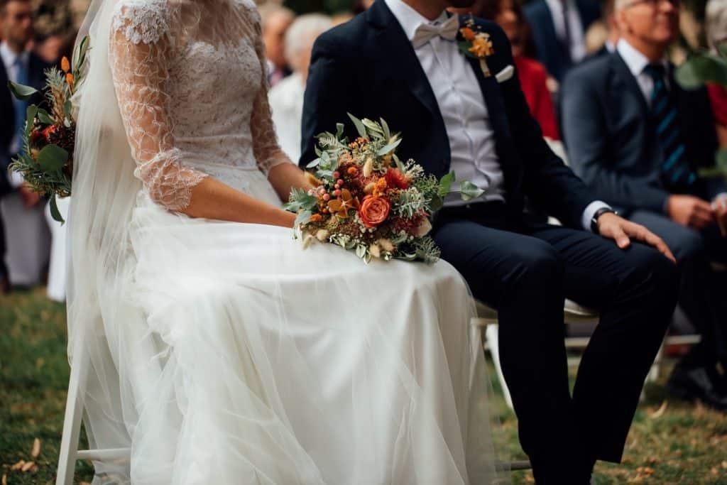 Hochzeit Gutshof Ladenburg: Das Brautpaar während der Trauung