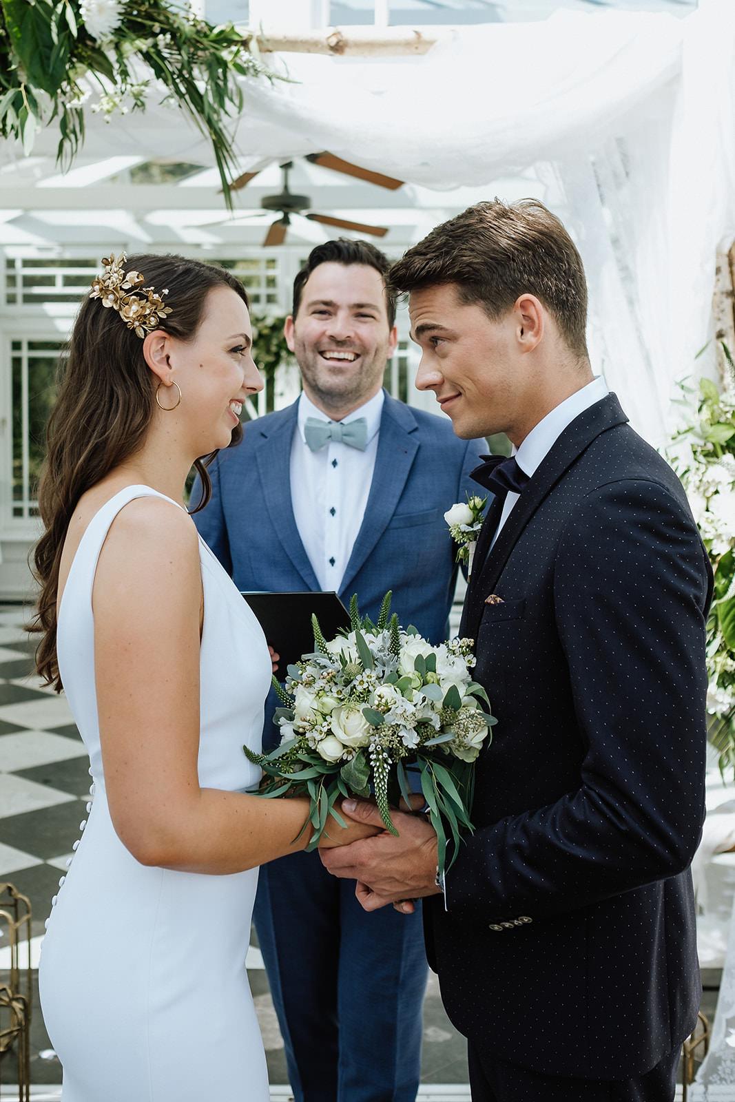 Der Freie Trauredner Martin Fett traut ein junges Brautpaar