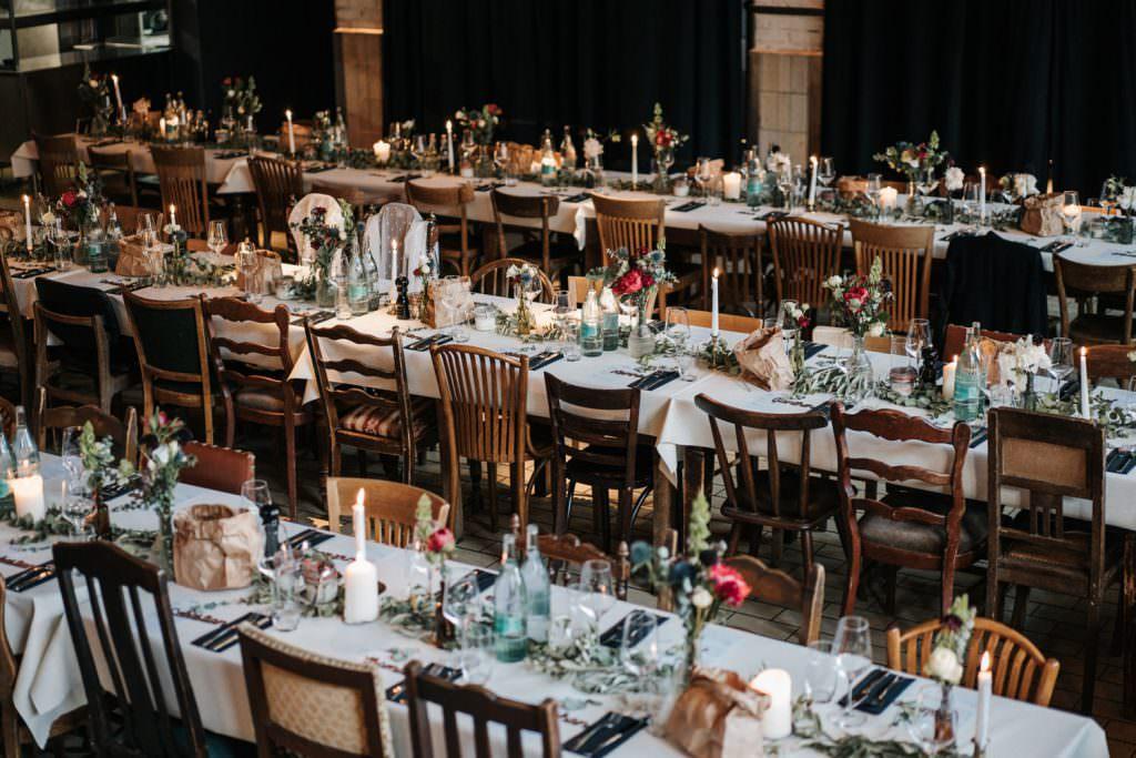 Hochzeitslocation Seifenfabrik Dr. Thompson's in Düsseldorf Festsaal mit Tischen