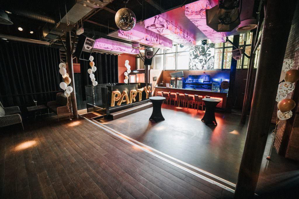 Seifenfabrik Dr. Thompson's in Düsseldorf clubartiger Nebenraum für die Hochzeitsparty